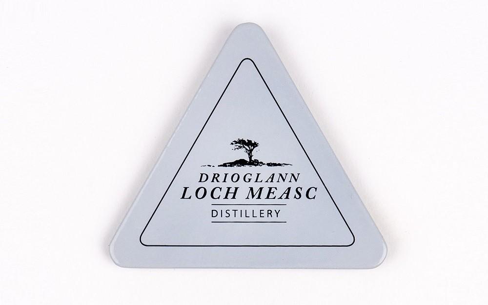 Drioglann-Loch-Measc-enamel-magnet-gray-2